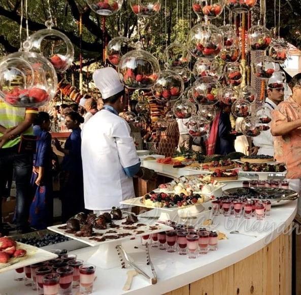Khoảng cách giàu nghèo nghiệt ngã tại Ấn Độ nhìn từ đám cưới 100 triệu USD, kéo dài hàng tuần của con gái tỷ phú - Ảnh 7.