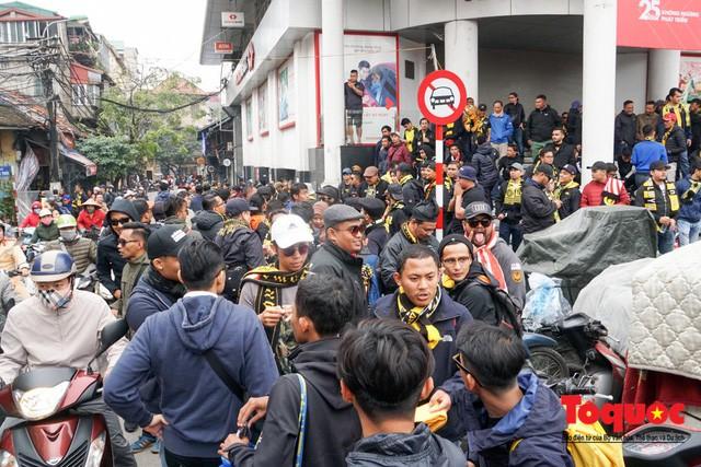 Ultra Malaysia diễu hành dương oai khắp Hà Nội, tiến về chảo lửa Mỹ Đình - Ảnh 5.