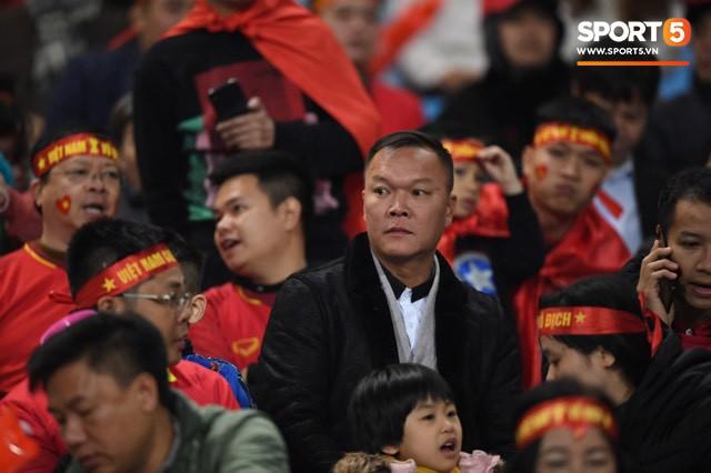 Đồng đội nước ngoài của Duy Mạnh, Quang Hải ở Hà Nội FC đến sân Mỹ Đình cổ vũ đội tuyển Việt Nam - Ảnh 6.