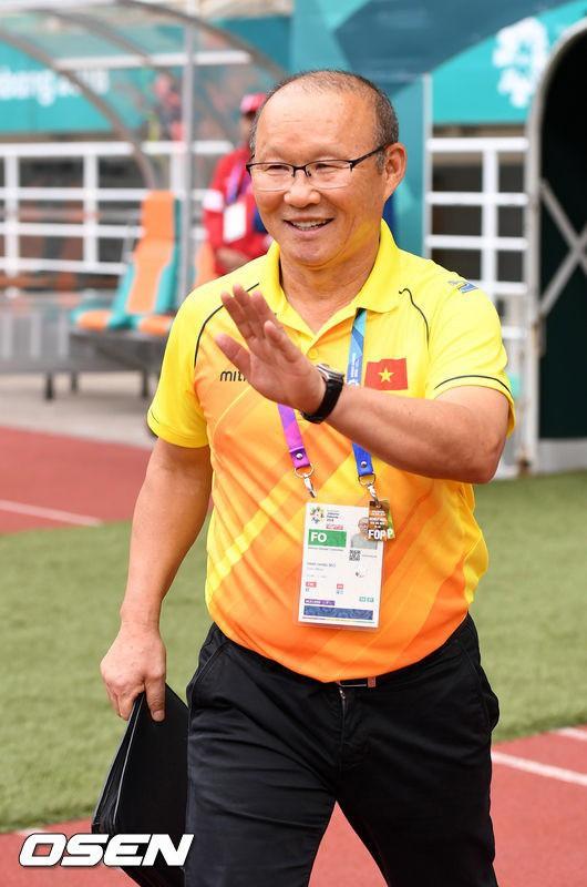 Vinh quang đầy chông gai của Park Hang-seo: Từ HLV đội bóng hạng 3 mờ nhạt đến niềm tự hào của cả Hàn Quốc - Ảnh 1.
