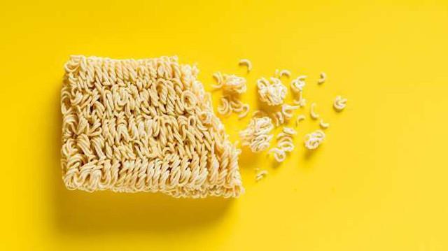 Đây là những gì xảy ra với cơ thể khi bạn ăn mì gói suốt cả tuần - Ảnh 1.