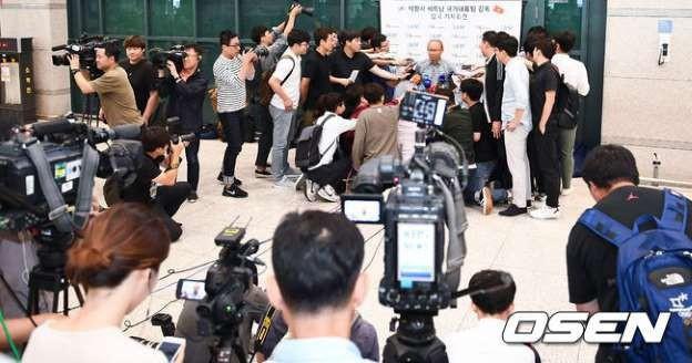 Vinh quang đầy chông gai của Park Hang-seo: Từ HLV đội bóng hạng 3 mờ nhạt đến niềm tự hào của cả Hàn Quốc - Ảnh 6.