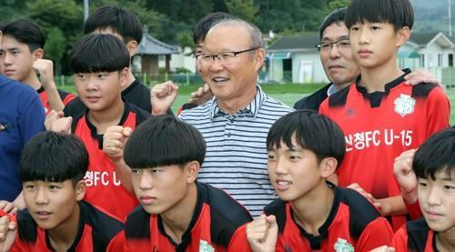 Vinh quang đầy chông gai của Park Hang-seo: Từ HLV đội bóng hạng 3 mờ nhạt đến niềm tự hào của cả Hàn Quốc - Ảnh 9.