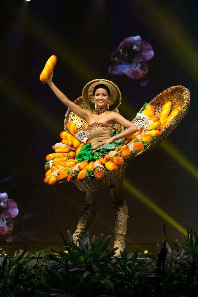 Những hình ảnh đẹp khó quên đưa HHen Niê tới kỳ tích top 5 Miss Universe: Từ bikini tới đầm sequin dạ hội, tất cả đều chinh phục trái tim người hâm mộ!  - Ảnh 13.