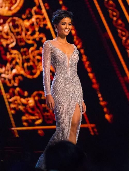 Những hình ảnh đẹp khó quên đưa HHen Niê tới kỳ tích top 5 Miss Universe: Từ bikini tới đầm sequin dạ hội, tất cả đều chinh phục trái tim người hâm mộ!  - Ảnh 16.