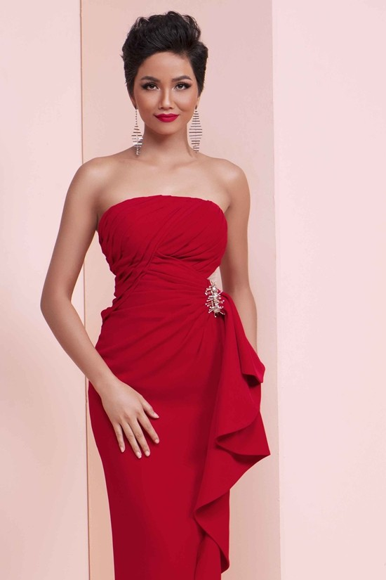 Những hình ảnh đẹp khó quên đưa HHen Niê tới kỳ tích top 5 Miss Universe: Từ bikini tới đầm sequin dạ hội, tất cả đều chinh phục trái tim người hâm mộ!  - Ảnh 3.