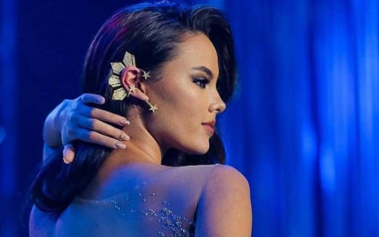 Không chỉ sở hữu nhan sắc chinh phục cả thế giới, Tân Hoa hậu Hoàn Vũ 2018 còn khiến fan ngây ngất vì sở hữu