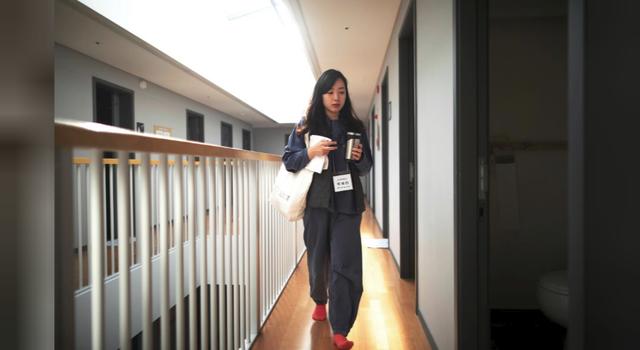 Cuộc sống quá căng thẳng, người trẻ Hàn Quốc sẵn sàng chi 90 USD để được... vào tù ở 1 ngày - Ảnh 2.