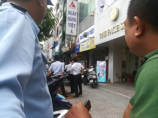 Thông tin mới nhất về nghi phạm cướp ngân hàng ở Bình Thạnh - Ảnh 2.