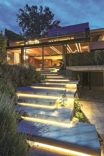 Những khoảng sân vườn đẹp lung linh trong ánh đèn - Ảnh 12.