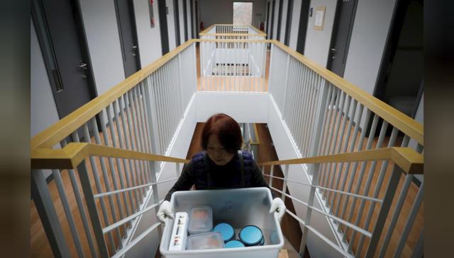 Cuộc sống quá căng thẳng, người trẻ Hàn Quốc sẵn sàng chi 90 USD để được... vào tù ở 1 ngày - Ảnh 13.
