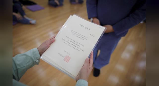 Cuộc sống quá căng thẳng, người trẻ Hàn Quốc sẵn sàng chi 90 USD để được... vào tù ở 1 ngày - Ảnh 19.