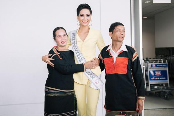 Ngã ngửa trước phản ứng của bố mẹ HHen Niê khi chứng kiến con gái lọt Top 5 Miss Universe 2018 - Ảnh 3.