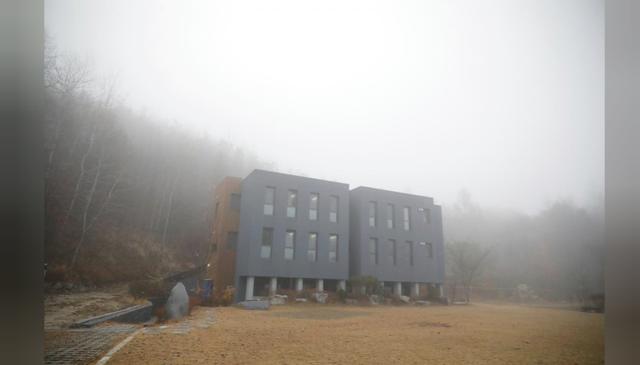 Cuộc sống quá căng thẳng, người trẻ Hàn Quốc sẵn sàng chi 90 USD để được... vào tù ở 1 ngày - Ảnh 22.