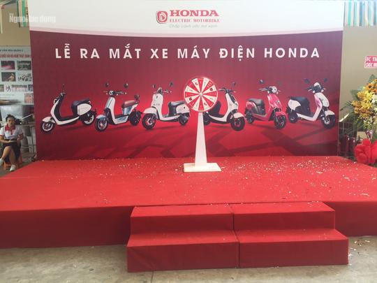 Ra mắt xe máy điện Honda nhưng Honda Việt Nam không biết - Ảnh 1.