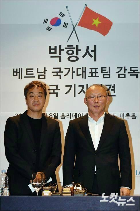 Cánh tay phải Lee Young-jin chia sẻ điều giúp thầy Park vượt qua các trận kịch chiến - Ảnh 2.
