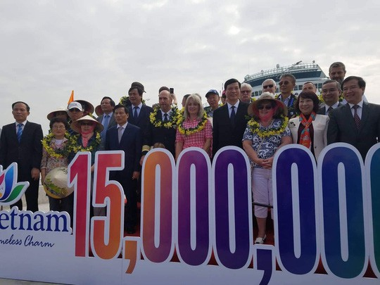15 triệu lượt khách quốc tế đến Việt Nam - Ảnh 1.