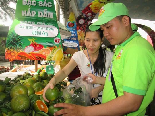 Vua chuối Võ Quan Huy than khó đưa hàng vào siêu thị Việt - Ảnh 1.