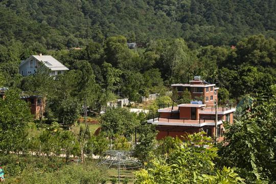 Hà Nội tạm dừng cưỡng chế 18 công trình vi phạm đất rừng Sóc Sơn trong tháng 11 - Ảnh 1.