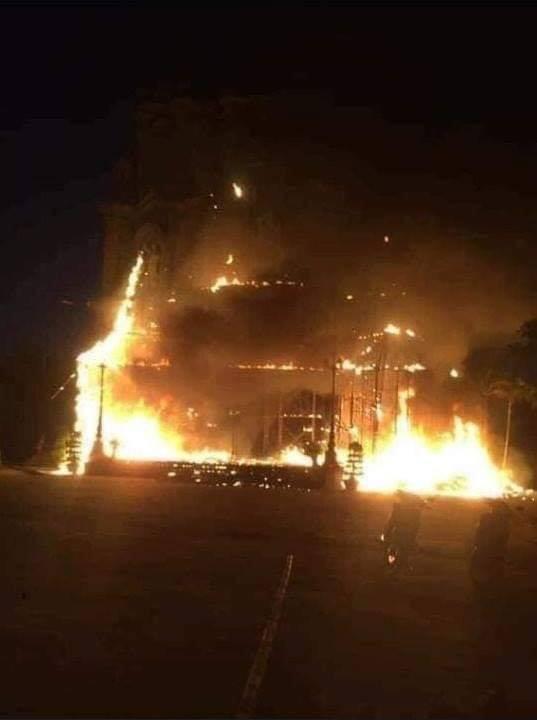 Cháy lớn khu vực trang trí Giáng sinh tại nhà thờ ở Nam Định - Ảnh 2.