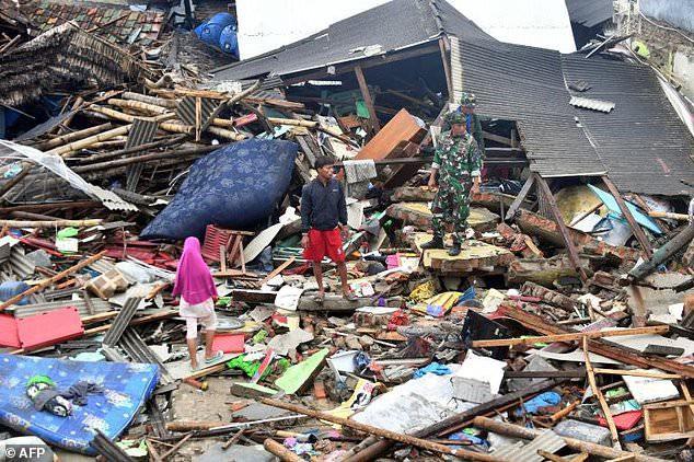 Lựa chọn giữa cứu vợ hoặc cứu mẹ trong cơn sóng thần, người đàn ông Indonesia buộc phải đưa ra quyết định nghiệt ngã - Ảnh 1.