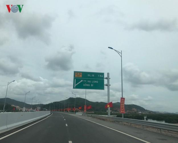 Ngắm toàn cảnh cao tốc Hạ Long - Vân Đồn 12.000 tỷ xuyên vùng Đông Bắc  - Ảnh 1.