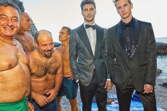"""Dolce & Gabbana tiếp tục """"ăn gạch"""" vì bộ ảnh mới bị cho là phân biệt giàu nghèo, body shaming và để lọt cả đồ Louis Vuitton - Ảnh 8."""