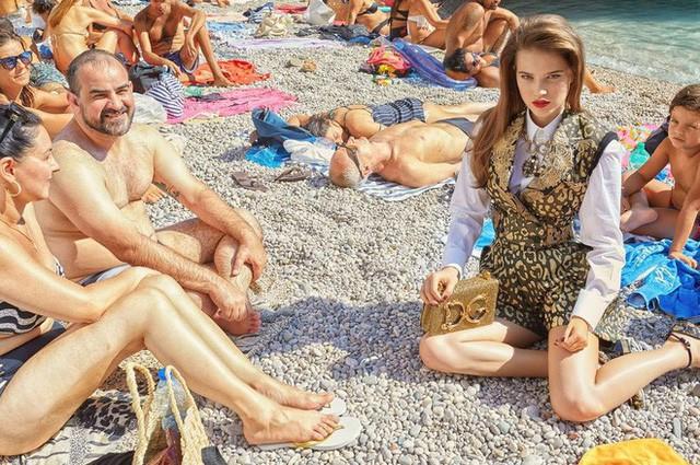 """Dolce & Gabbana tiếp tục """"ăn gạch"""" vì bộ ảnh mới bị cho là phân biệt giàu nghèo, body shaming và để lọt cả đồ Louis Vuitton - Ảnh 9."""