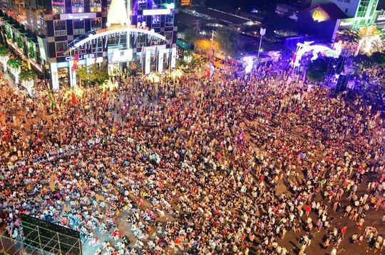Cấm nhiều tuyến đường khu trung tâm TP HCM phục vụ lễ đón năm mới - Ảnh 1.