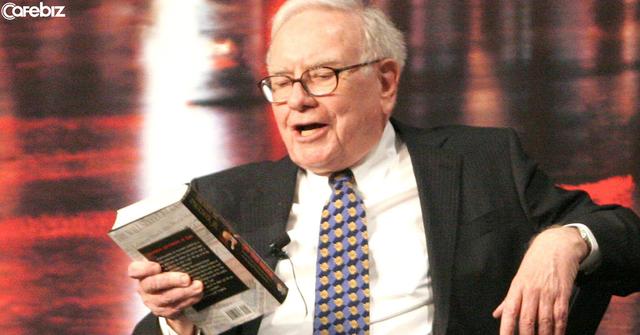 Tò mò làm theo lời tỷ phú Warren Buffett, tôi đã đọc 200 đầu sách trong 1 năm: Và kết quả, tôi đã nghỉ việc, từ bỏ bàn làm việc mơ ước và thấy được ý nghĩa thực sự của cuộc sống - Ảnh 1.