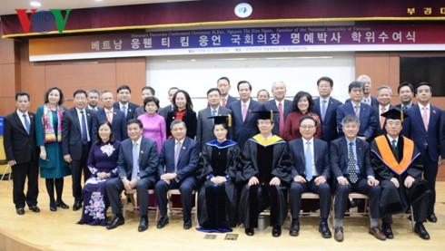 Chủ tịch Quốc hội nhận bằng tiến sĩ danh dự chính trị học của Hàn Quốc - Ảnh 3.