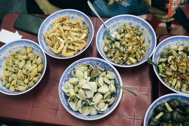 Cơn sốt về ốc với người Sài Gòn mới vừa thuyên giảm được một chút, lại bắt đầu hoành hành trong cẩm nang du lịch danh tiếng dành cho người nước ngoài - Ảnh 4.