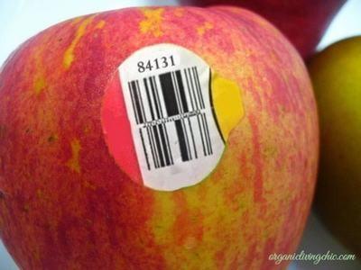 Rất sai lầm khi bỏ qua chữ số dán trên trái cây nhập khẩu - Ảnh 2.