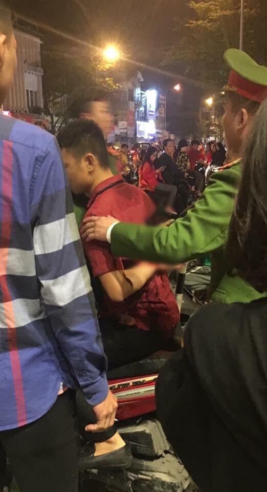 Ẩu đả, tai nạn giao thông liên tiếp trong đêm đi bão mừng chiến thắng của đội tuyển Việt Nam: Vui thôi đừng vui quá! - Ảnh 8.