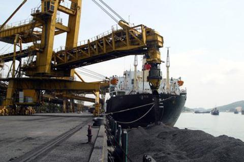 Giá than Việt Nam nhập từ Trung Quốc tăng mạnh - Ảnh 1.