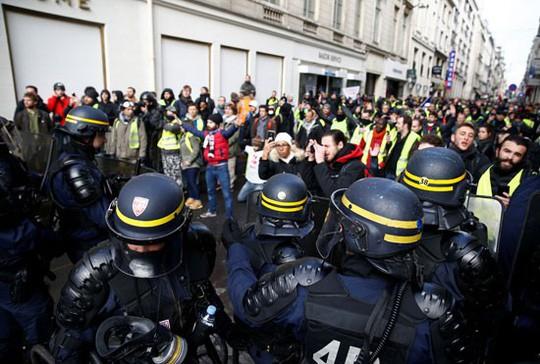 Pháp: Bạo loạn tiếp diễn, số người bị bắt tăng vọt - Ảnh 4.