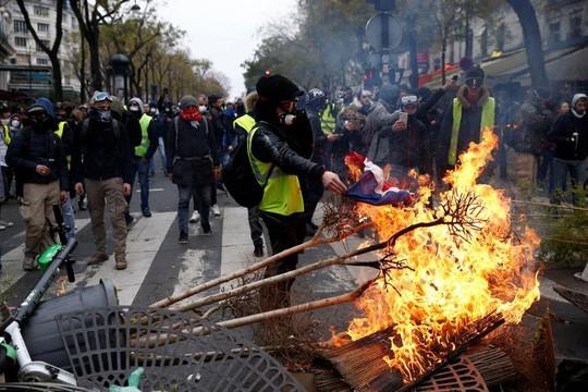 Pháp: Bạo loạn tiếp diễn, số người bị bắt tăng vọt - Ảnh 6.