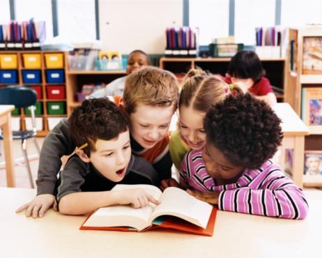 Các bậc cha mẹ cần làm gì để khuyến khích con đọc sách nhiều hơn? - Ảnh 2.