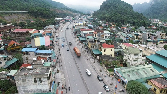 Cận cảnh con một vài con phố kết nối hai thành thị lớn nhất Quảng Ninh sau khi được cải tạo - Ảnh 4.