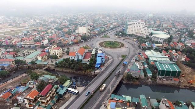 Cận cảnh con một vài con phố kết nối hai thành thị lớn nhất Quảng Ninh sau khi được cải tạo - Ảnh 7.