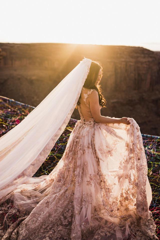 Chiêm ngưỡng đám cưới tuyệt vời giữa lưng trời, điều lãng mạn cặp đôi nào cũng mơ ước - Ảnh 7.