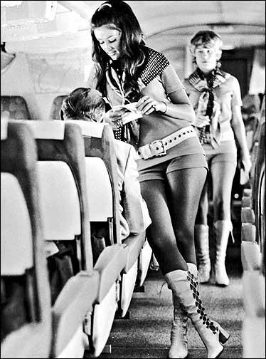 Cho nữ tiếp viên mặc đồ sexy trước Vietjet gần nửa thế kỷ, nhưng hãng bay này ghi điểm bằng tình yêu, sự hài hước đầy tinh tế và dịch vụ khách hàng tuyệt vời - Ảnh 5.