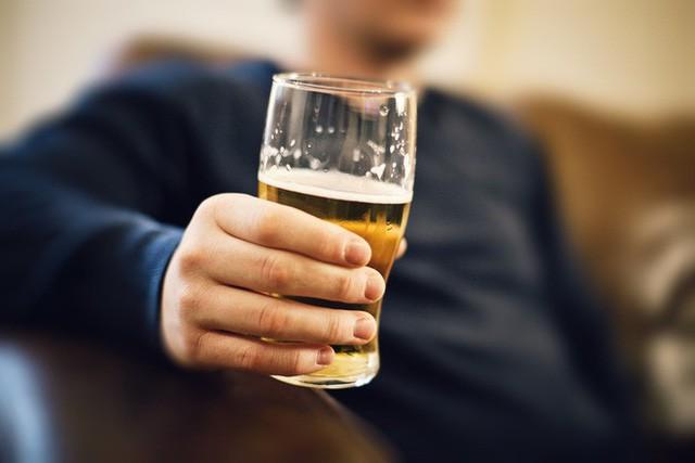 Tất cả sự thật về rượu: Uống rượu lâu say, uống bao nhiêu là đủ? - Ảnh 2.