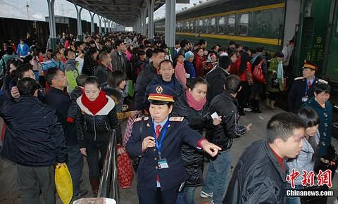 Vì sao hàng triệu người Trung Quốc không về quê ăn Tết? - Ảnh 2.