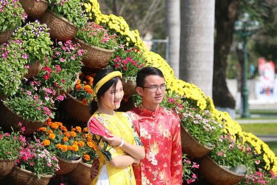 Khoác áo hoa ngày Tết, quảng trường Tam Kỳ đẹp lộng lẫy - Ảnh 13.