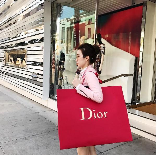 Mỏi mắt ngắm những chiến tích mua sắm của các tiểu thư Hội con nhà giàu Việt - Ảnh 6.