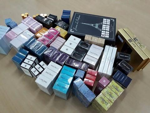 TP.HCM: Gần 10.000 chai nước hoa làm giả các nhãn hiệu nổi tiếng bị thu giữ - Ảnh 3.