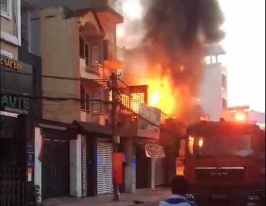Đi chơi bất cẩn, 14 căn nhà ở TP HCM bốc cháy trong dịp Tết - Ảnh 1.