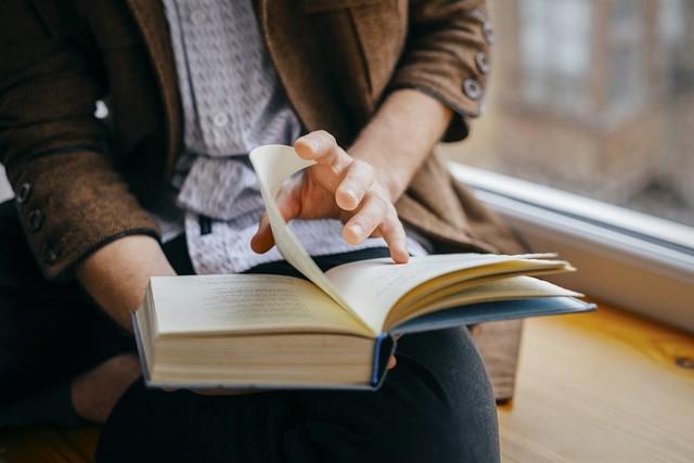 Dậy sớm, đọc sách, nghe TED...: Đây là các thói quen bạn có thể áp dụng ngay để cải thiện đáng kể cuộc sống của mình - Ảnh 1.