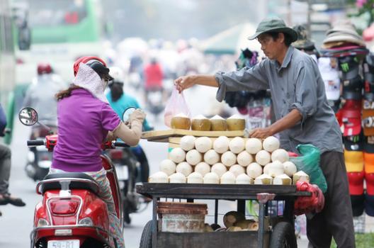 Chuyện ông lão bán dừa: Bán hàng nói thách, làm khách mặc cả - vấn đề là ai có thể thuyết phục ai trong hoạt động mua bán song phương - Ảnh 1.